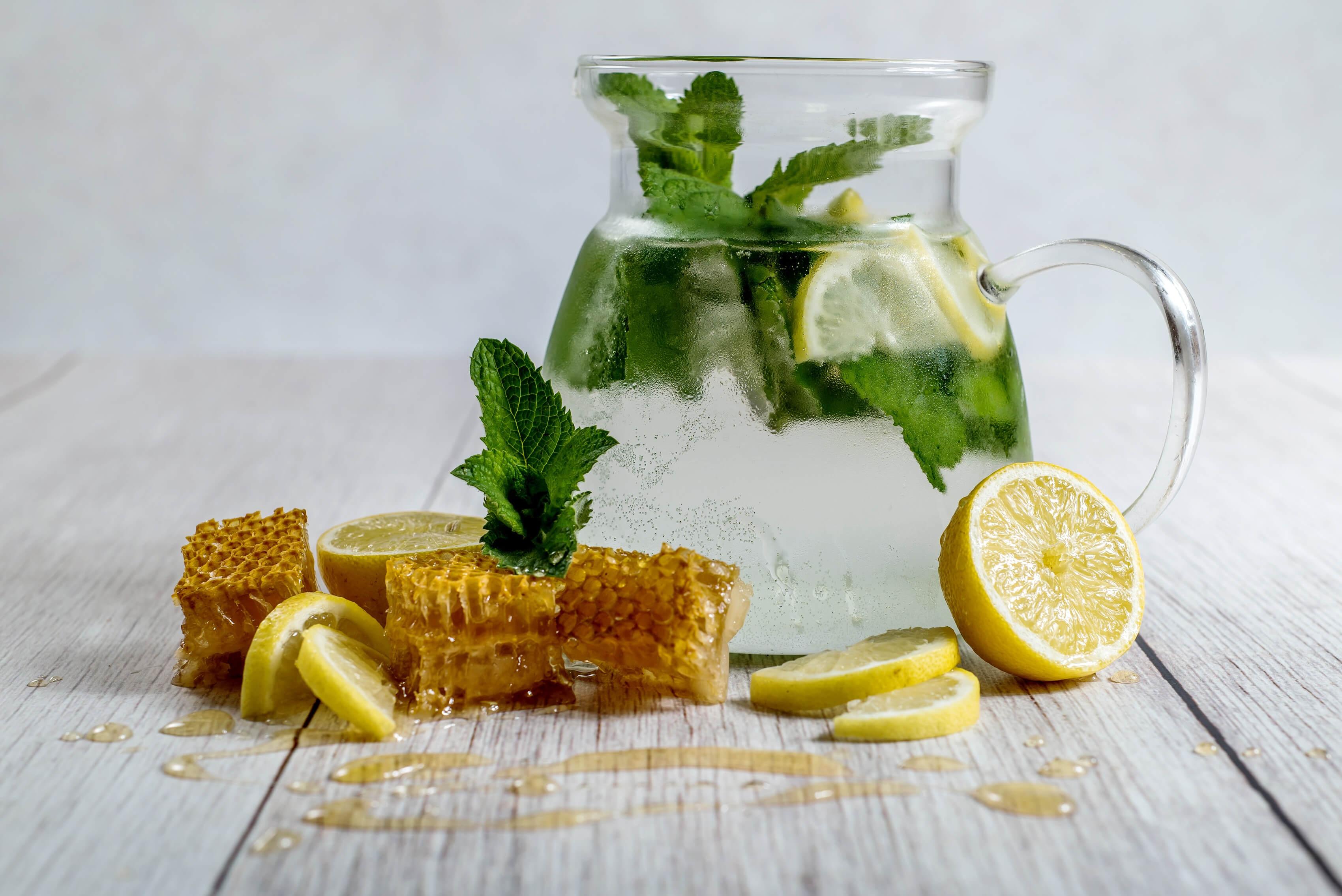 Limonade mit Zitrone Honig zum Süßen